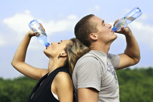 Bere troppa acqua durante lo sport